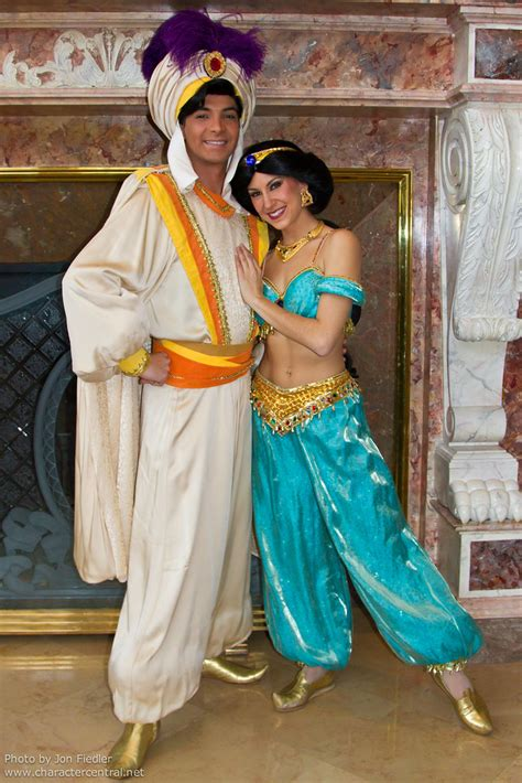 DLP Dec 2010 - Prince Ali and Princess Jasmine visit the D
