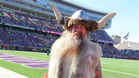 Ragnar trades Viking helmet for cheesehead - Minnesota