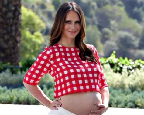 What is Jennifer Love Hewitt's son's name?