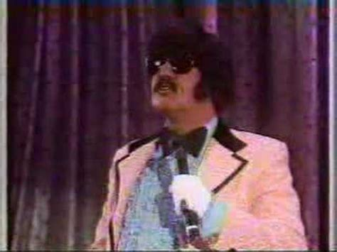 Andy Kaufman/Tony Clifton with muppets! - YouTube